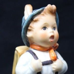 "HUMMEL ""SCHOOL BOY"" FIGURINE #82 2/0"